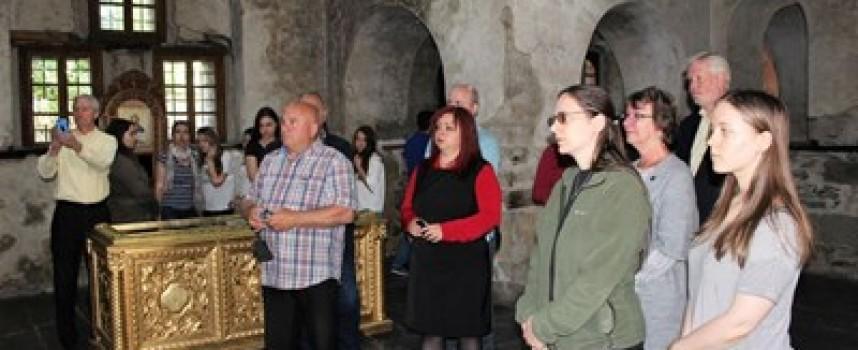 Президентът Радев връчва орден на наследниците на Макгахан, те се поклониха в Батак