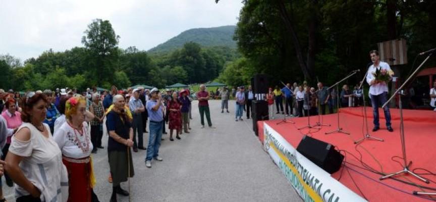 Пенсионерите се събраха на Добра вода за годишния си самодеен фестивал, църквата отбеляза Св.Валерия