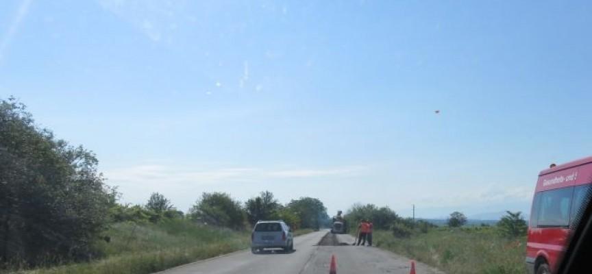 Карайте внимателно към Бошуля и град Ветрен, ремонтират пътя