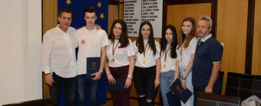 Грамоти и ваучери за книги получи младежкият отбор на БЧК – Пазарджик