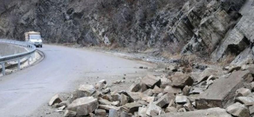 Читателска връзка: Подпорна стена по пътя Пещера – Батак е опасно надвиснала над пътя