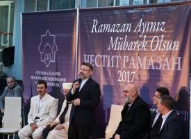 Сърница отбеляза празничния месец Рамазан с ифтар на площада