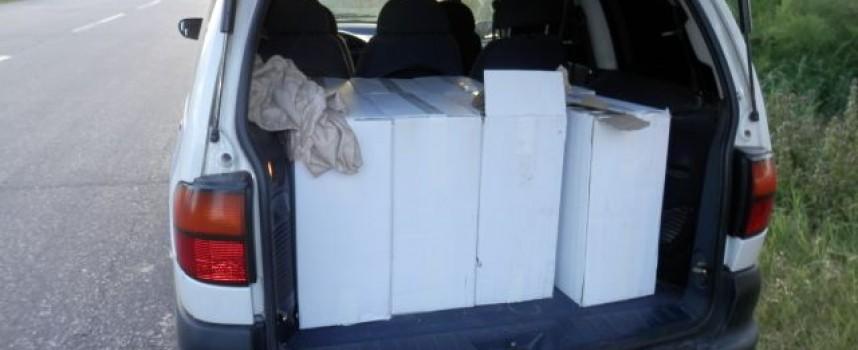 До Мало Конаре: Задържаха пловдивчанин и бусът му пълен с цигари