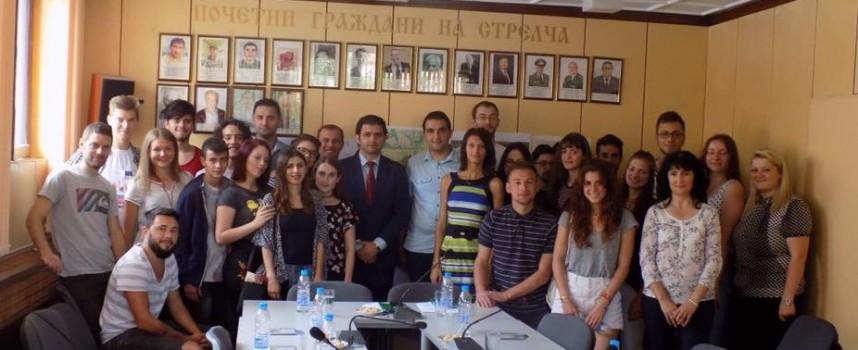 """Стрелча: Кметът се срещна с участници в """"Европейски младежки форум на селските райони"""""""