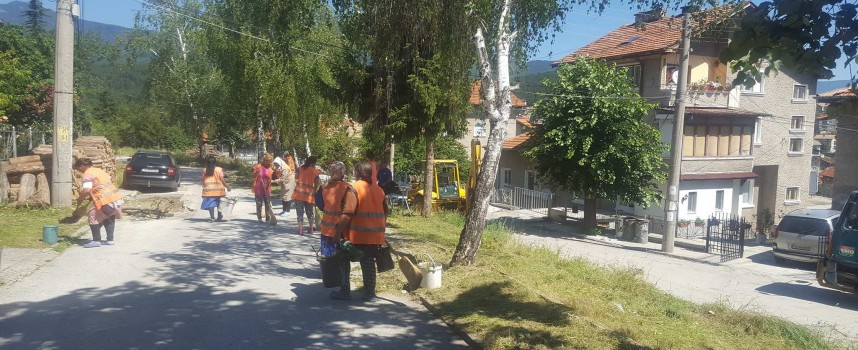 """Велинград:  Извозиха 16 самосвала отпадъци от ул. """"Димитър Талев"""""""