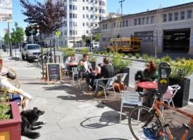Пренаписване на нашите улици като места: От транзитни маршрути до корени на общността