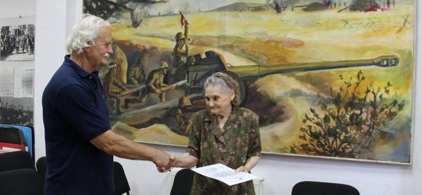 Съюзът на ветераните връчи поздравителен адрес на 90 годишна участничка в Отечествената война