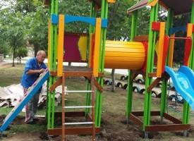 Ветрен: Пристигнаха катерушките за детската площадка