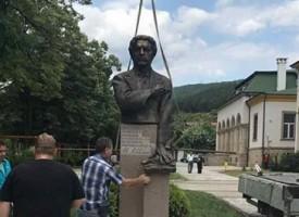 Пещера: Монтираха паметника на Васил Левски на рождения му ден