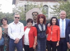 Лесичово вече има паметник на Васил Левски