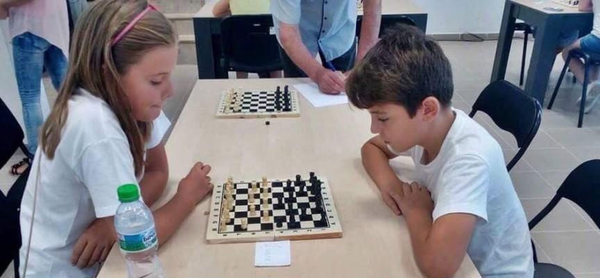 """Книга """"История на шахмата в Панагюрище"""" влиза за печат"""