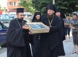 Пазарджик: Стотици се поклониха пред донесените от Москва светини на Света Богородица