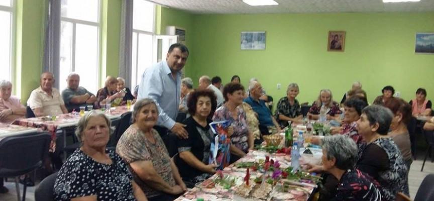 Марин Рачев уважи рождените дни на 10 жени от Варвара