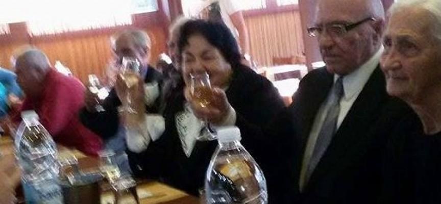 """Велинград: Пенсионерите от Дома в Главиница с гала-вечеря в """"Чинарите"""""""