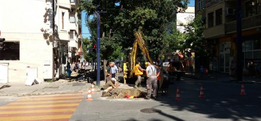 """За ремонта: Затвориха бул. """"Ал.Стамболийски"""" от Градската градина до Пътното"""