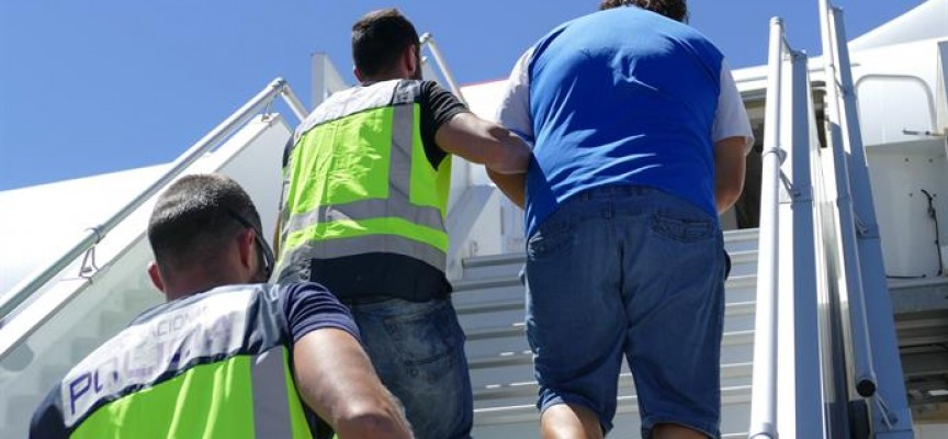 Екстрадираха към Испания групата обвинена в трафик на секс-робини (видео)