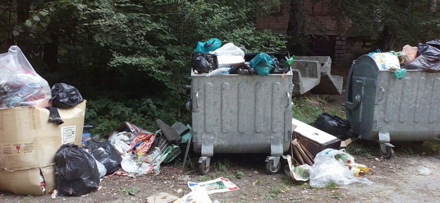 Розовски вриз: Препълнени контейнери след почивните дни, чисти се само в четвъртък