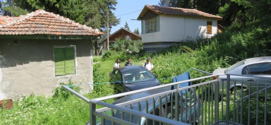 Доброволци чистят днес курорта Атолука