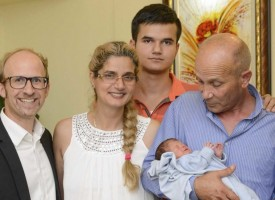 """Николай роден в самолета на """"Lufthansa"""" вече е в Пазарджик"""