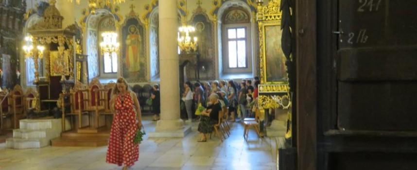 Чуйте звъна на камбаните: Хиляди днес се поклониха на Богородица в Пазарджик
