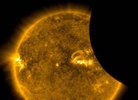 Видеоклип на НАСА засне космическа станция на фона на затъмнението вчера