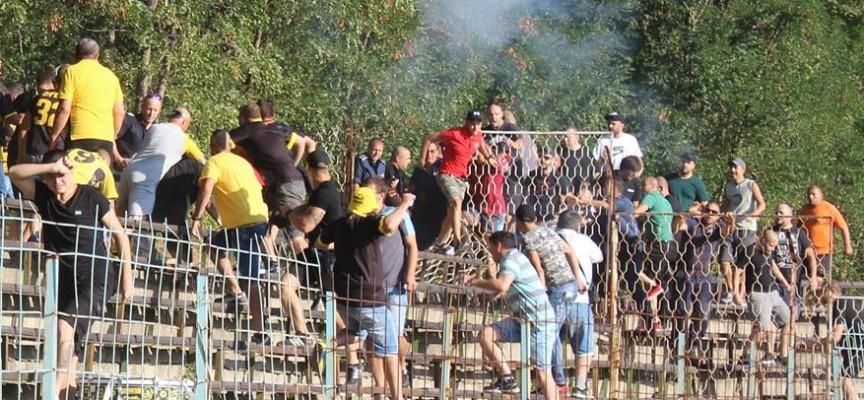 50 полицаи усмиряваха вчера феновете на Миньор и Хебър