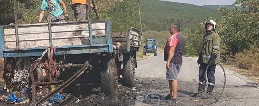 В жегата: Ремарке се самозапали на пътя между Лесичово и Калугерово