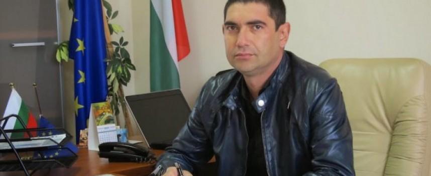 Влайков жали отстраняването си като съветник с писмо от село Тополи дол