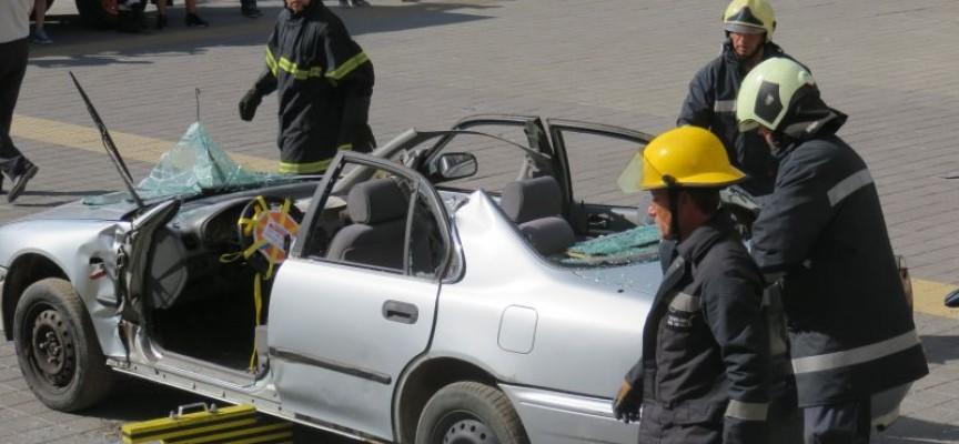 """Пожарникари """"транжираха"""" кола пред Театъра"""