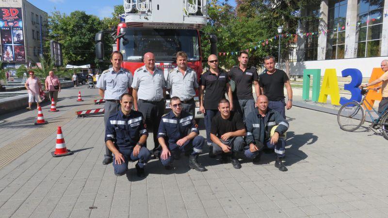 12пожарникари