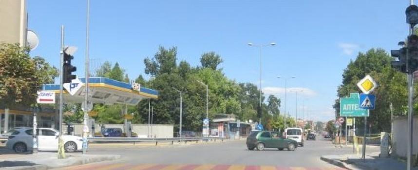 """Читателска връзка: Трябва да се пренастрои светофарът на бул. """"Цар Освободител"""" с """"К.Величков"""""""