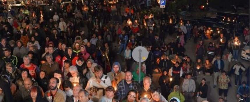 Хиляди поклоници ще пренощуват в Кръстова гора тази вечер