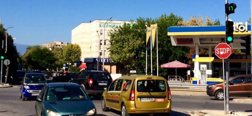 """Светофарът на кръстовището на ул.""""К.Величков"""" и бул. """"Цар Освободител"""" вече работи"""
