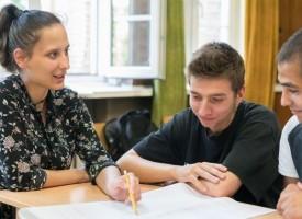 """Осем учители по """"Заедно в час"""" ще преподават във Ветрен, Говедаре и Панагюрище"""
