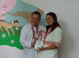"""В Деня на Независимостта: Изписаха бебе в национална носия от Родилното в """"Здраве"""""""