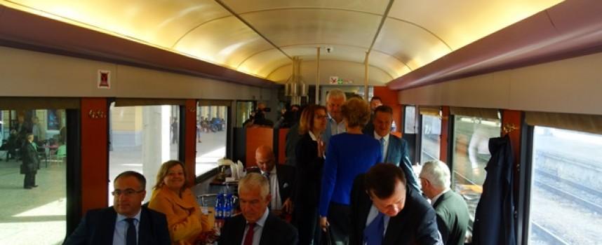 Вчера: Влакът – стрела тръгна от Пловдив и стигна до Септември