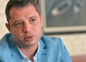 "След ""Кумгейт"" Делян Добрев подаде оставка, вилата му на Атолука се руши"