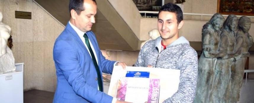 """Ученик от СУ""""Г.Брегов"""" спечели специалната награда на """"Врачанска есен"""""""