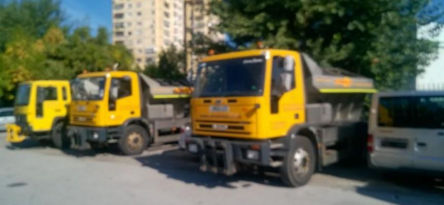Георги Делчев взе три нови автомобила за зимна поддръжка на пътищата