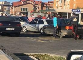 Три коли се нанизаха една в друга на светофара при Кауфланд