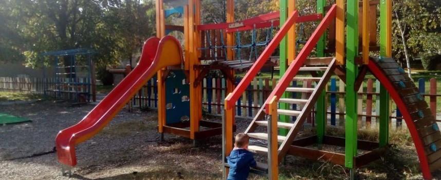 Стрелча: Детската площадка в парка вече е обновена