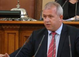 Йордан Младенов: Управляващите борят корупцията на думи, пропастта между тях и хората расте