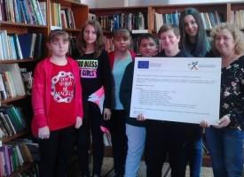 """Пещера: Ученици от ОУ""""Св. Патриарх Евтимий"""" посетиха Библиотеката по проект """"Шарени манисти"""""""