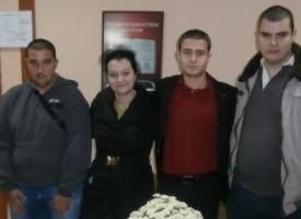 """Младежи от БСП дариха книги  на  Регионална библиотека"""" Никола Фурнаджиев"""""""