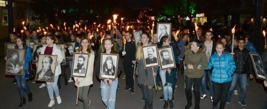 """Пазарджик изпя """"Хубава си, моя горо"""" пред паметника на Константин Величков"""
