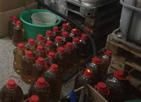 """Агенция """"Митница"""" конфискува 1217 л. ракия, 6350 л. спирт и общо 304 950 л. вино, ето къде"""