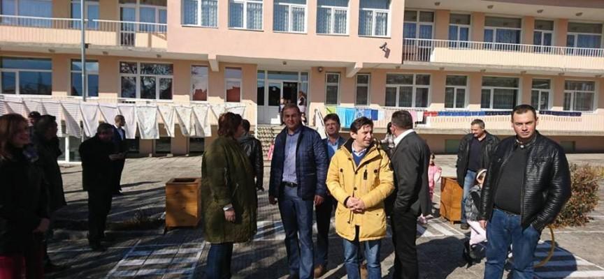 Сърница: Три нови детски площадки бяха открити днес