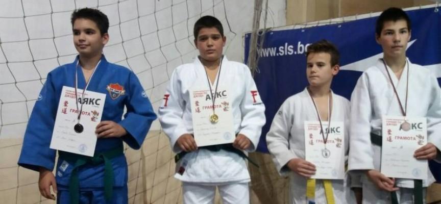 Джудистите на Спортното се върнаха с 18 медала от Пловдив и Троян