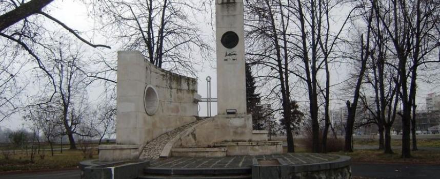 Пазарджик: Символиката в паметника на Алеко Константинов