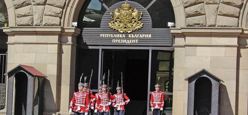 """Нова измама: Компания събира пари от името на Президентството за """"Българската Коледа"""""""